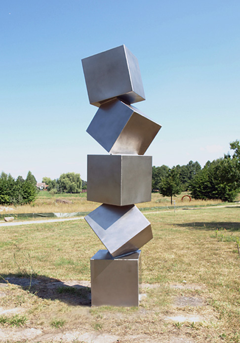 small red cubes tower, Ernst J. Petras, Neuenhagen zur ART Brandenburg 2013